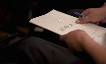 Папка с надписью Дело. Архивное фото