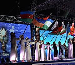 Ысык-Көлдө эстрада аткаруучуларынын эл аралык Мейкин Азия фестивалынын биринчи күнү.