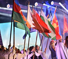 Парад флагов участников международного конкурса популярной музыки Мейкин Азия.