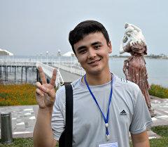 Эл аралык Мейкин Азия фестивалынын эң жаш катышуучусу Тажикстандан келген Шохрух Юнусов.