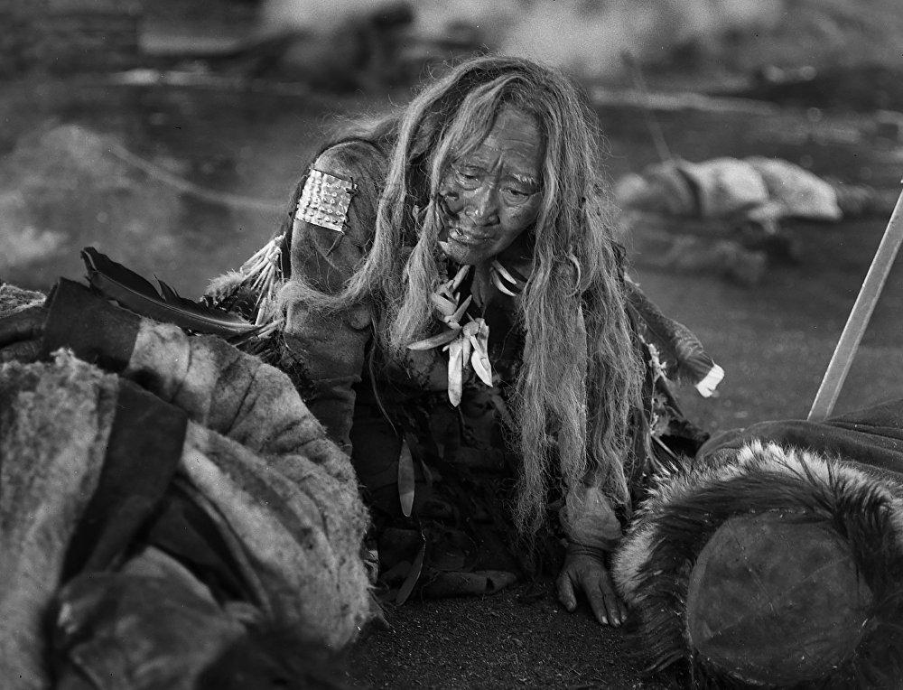 Шаман аялдын образын жараткан Даркүл Күйүкова тасманын согуштук эпизодунда.