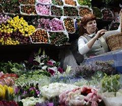 Продажа цветов в магазине. Архивное фото