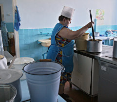 Повар на кухне. Архивное фото