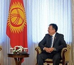 Президент Алмазбек Атамбаев встретился с Торага Жогорку Кенеша Асылбеком Жээнбековым.