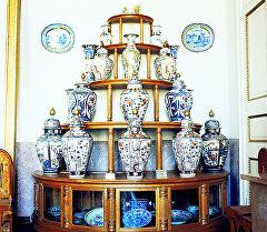 Горка с китайским и японским фарфором XVIII-XIX вв. Архивное фото
