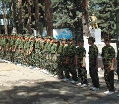 На Иссык-Кульской области открыт военно-спортивный лагерь для школьников.