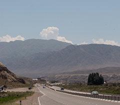 Трасса на Иссык-Куле. Архивное фото