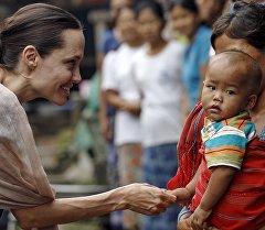 Архивное фото посла ООН Анджелины Джоли
