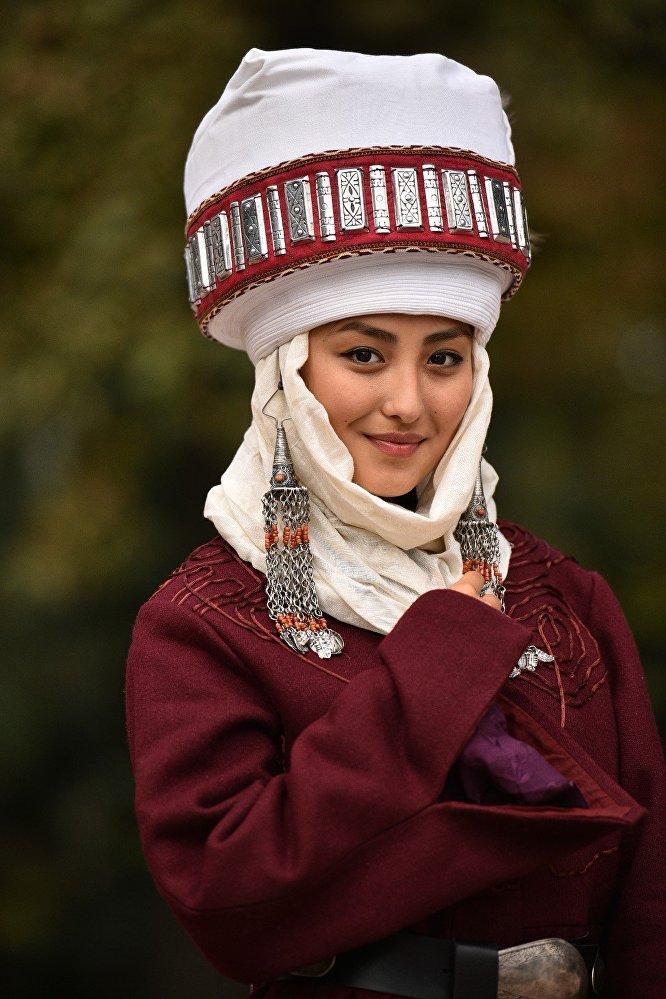 национальные головные уборы кыргызстана широко разводят