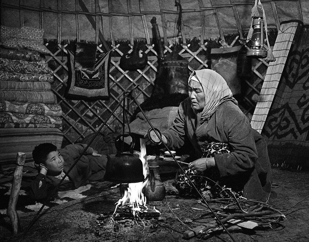 Чабандын аялы Урумдун ролунда Кыргыз ССРнин эл артисти Алиман Жангорозова.