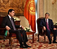 Президент Алмазбек Атамбаев Түркмөнстандын президенти Гурбаныгулы Бердымухамедов менен жолугушту.