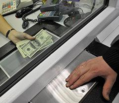 Получение денег. Архивное фото