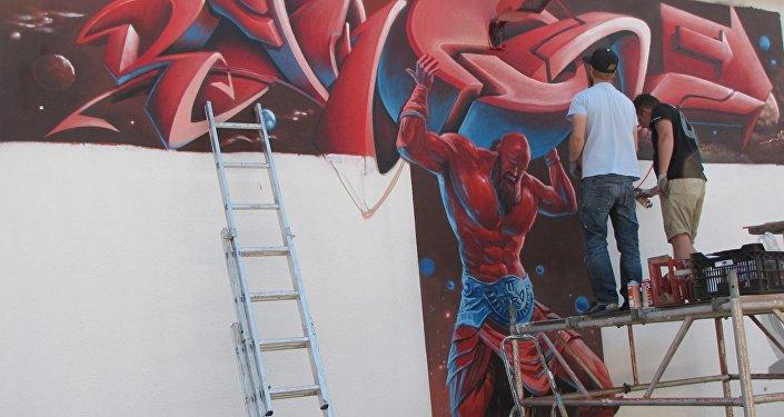 Кыргызстандык белгилүү граффити сүрөтчүсү Виктор Цой Германиянын Потсдам шаарында көчө маданиятына арналган STREETOPİA фестивалынан кайтып келди.