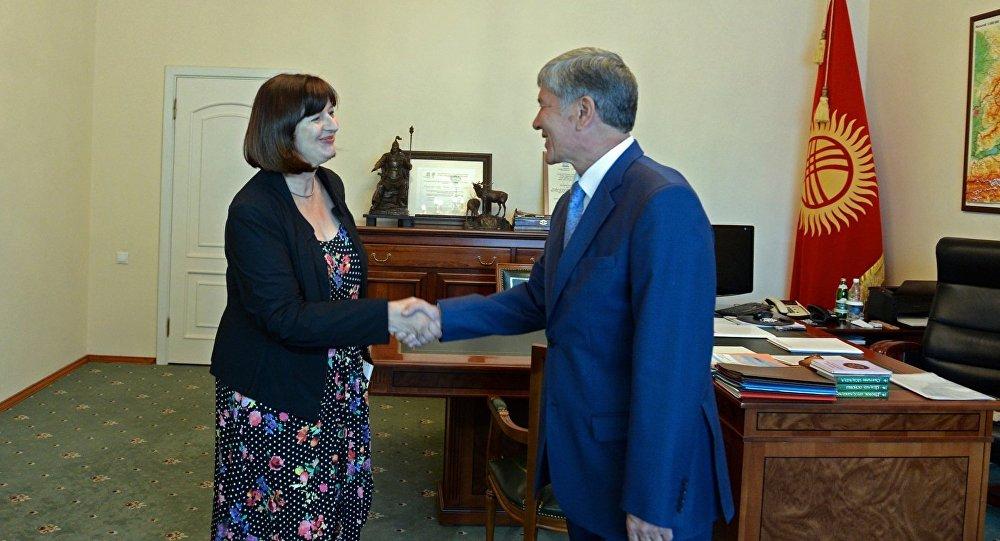Президент Алмазбек Атамбаев Германиянын Кыргызстандагы элчиси Гудрун Мария Срэганы дипломатиялык миссиясынын аякташына байланыштуу кабыл алды.