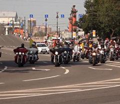 Тысячи байкеров промчались по улицам Петербурга. Кадры мотопарада Harley Days