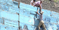 Активисттер Боом капчыгайындагы талаш жараткан сүрөттөрдү үстүнөн боеш