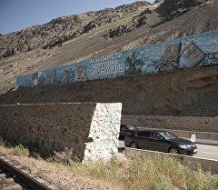 В Кыргызстане разразился скандал, связанный с новыми веяниями в искусстве, а точнее с граффити в Бооме. Архивное фото