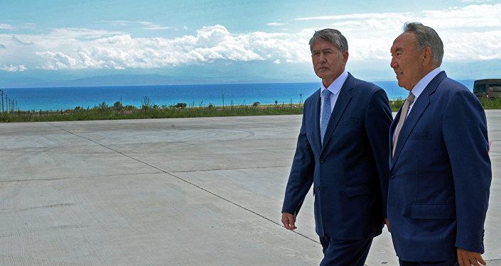 Казакстан президенти Нурсултан Назарбаев Кыргызстанга жумушчу иш сапары менен келди.