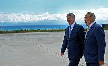 Президент Кыргызстана Алмазбек Атамбаев встретился с президентом Казахстана Нурсултаном Назарбаевым на Иссык-Куле.