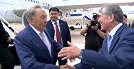 Атамбаев Тамчыдан Назарбаевди кучак жайып тосуп алды
