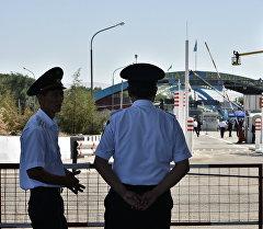 Пограничники на контрольно-пропускной пункте Ак-Жол. Архивное фото
