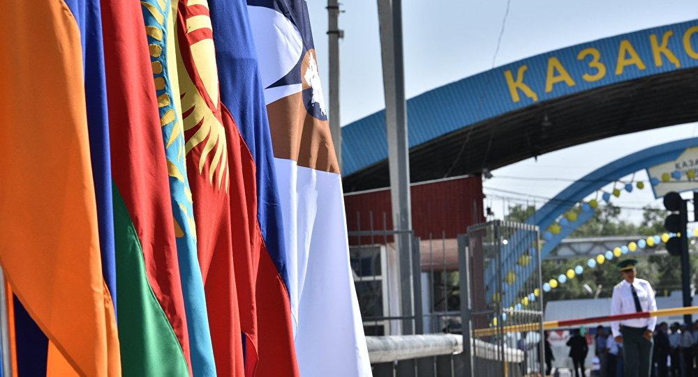 Контрольно-пропускной пункт Ак-Жол перед церемонией открытия границы с Казахстаном в рамках вхождения Кыргызстана в ЕАЭС. Архивное фото