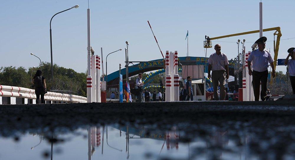 Кыргызско-казахский пограничный пункт. Архивное фото