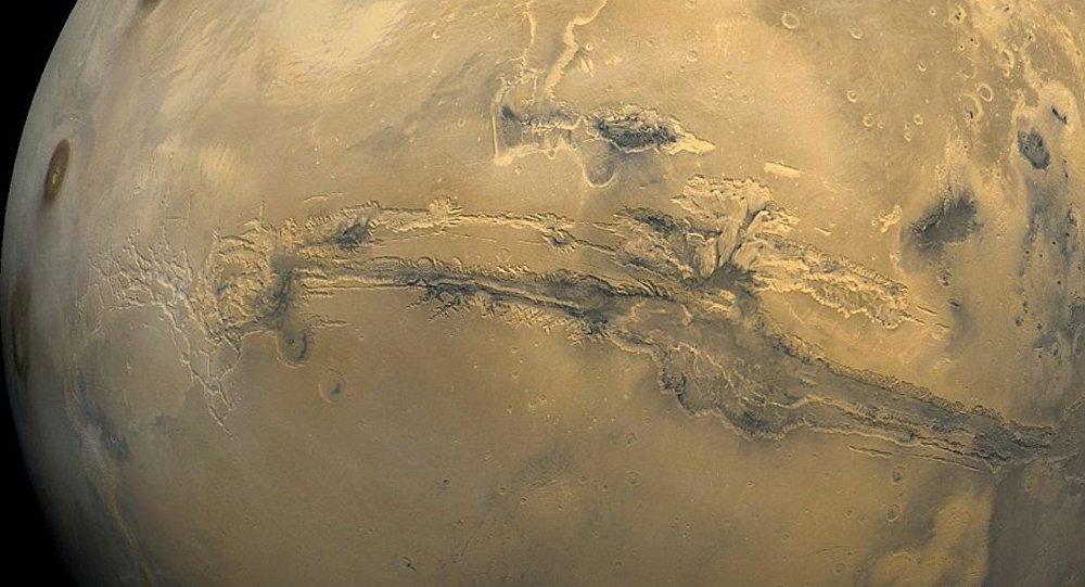 Марсоход Curiosity сказал видео смарсианскими смерчами
