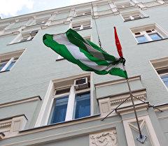 Флаг Абхазии на здании посольства республики в Москве. Архивное фото