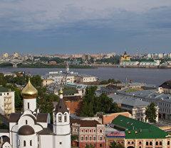 Вид на Нижний Новгород в месте слияния рек Волги и Оки. Архивное фото