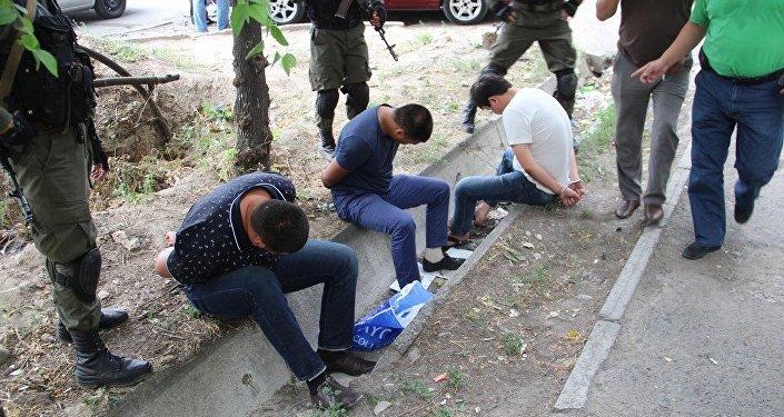 Бишкек шаарында колго түшкөн эки килограмм менен Жалал-Абад облусунун үч тургуну.