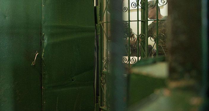 Сотрудник государственной службы исполнения наказания при Правительстве Кыргызской Республики. Архивное фото