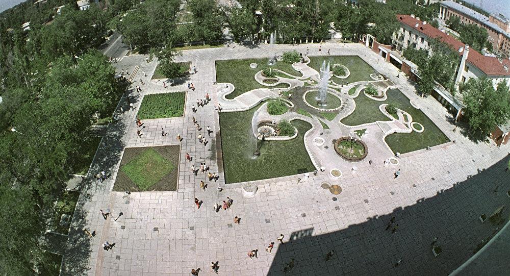 3c15676b1a22 Вид на фонтан у ЦУМа в городе Фрунзе (Бишкек). Архивное фото