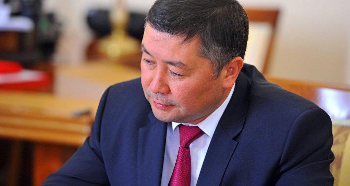 Архивное фото лидера фракции Кыргызстан Канатбека Исаева