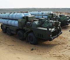 Подготовка к передислокации зенитно-ракетного комплекса С-300. Архивное фото