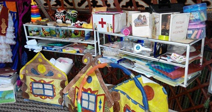 В прошлом году на пастбищах было открыто 35 садиков, которые посещали около 800 детей чабанов от 2 до 14 лет.