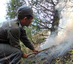 Сотрудники МЧС с лопатой на ущелье Чычкан. Архивное фото