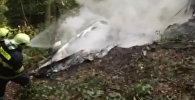 Пожарные тушили догоравшие обломки столкнувшихся самолетов L-410 в Словакии