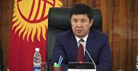 Сариев рассказал, почему не стоит бежать менять сомы на доллары