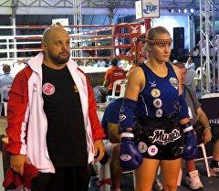 Валентина Шевченко и тренер Павел Федотов готовится в бою. Архивное фото