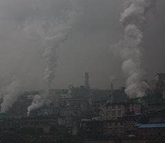 Выброс в атмосферу загрязняющих веществ в Китае. Архивное фото