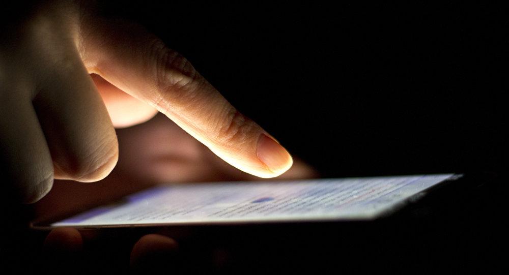 ВСША стекла телефонов будут сами «залечивать» трещины ицарапины