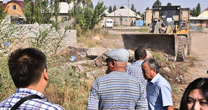 В 2005 году неизвестное лицо заложило фундамент с самовольным захватом земельного участка на территории, предназначенной под строительство детского сада.