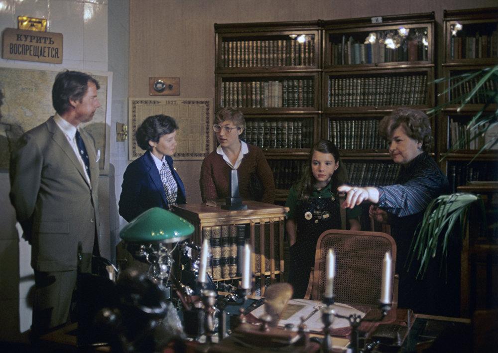 Саманта Смит с родителями в музее Кабинет и квартира В. И. Ленина в Кремле