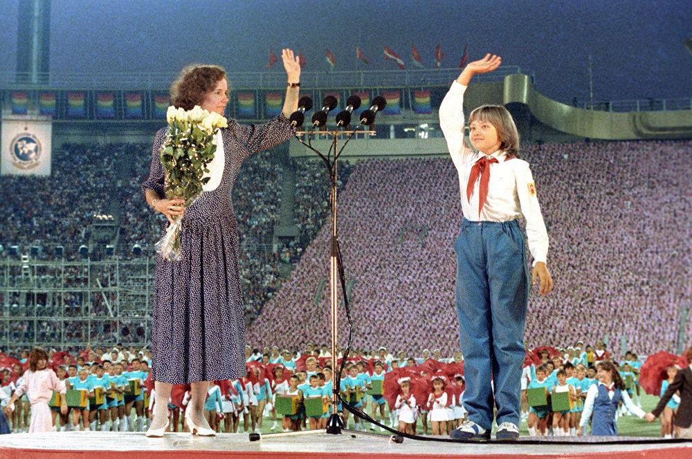 Джейн Смит и Катя Лычева на церемонии открытия Игр доброй воли