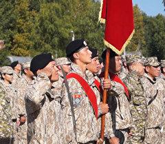 ЖККУдагы Кыргызстандын контингенти Псковдогу марштан желек көтөрүп өтт