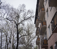 Жилой дом на одной из улиц Бишкека. Архивное фото