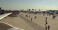 Международный авиационно-космический салон МАКС-2015 стартовал в подмосковном Жуковском во вторник. Смотрите на видео, какие летательные аппараты представлены на выставке.
