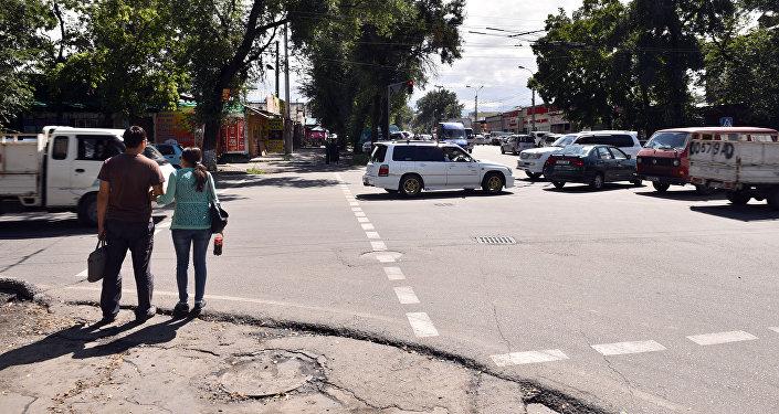Пробки и заторы в городе Бишкек на перекрестках. Архивное фото