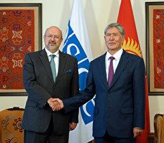 Президент Алмазбек Атамбаев встретился с генеральным секретарем Организации по безопасности и сотрудничеству в Европе (ОБСЕ) Ламберто Занньером.